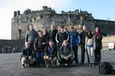 Die Students Group vor dem Edinburgh Castle