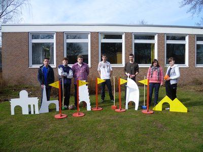 Die Golf-Baumeister aus Klasse 10 (nicht alle im Bild)