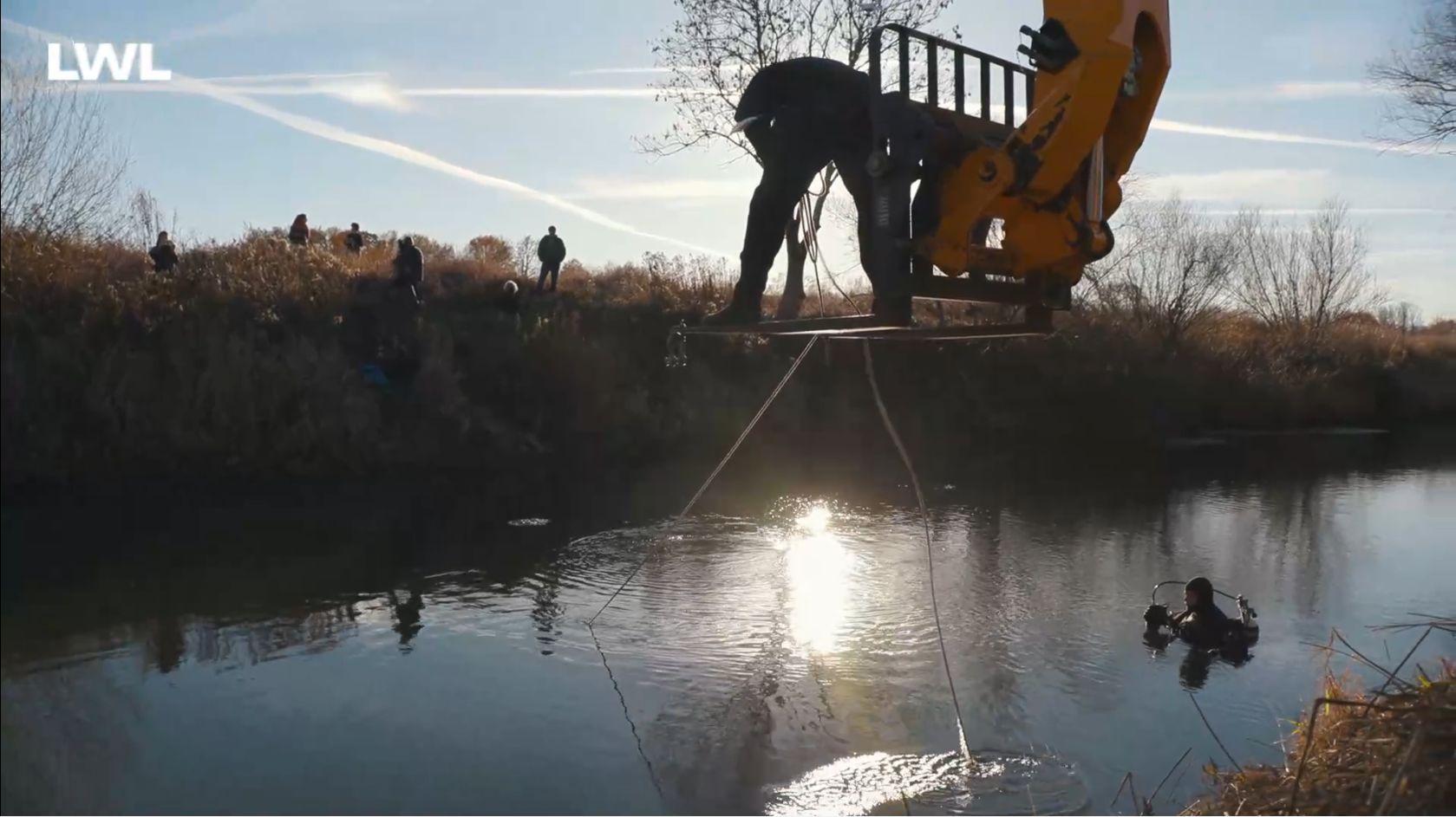 Ausschnitt aus dem Doku-Film zur Bergung des mittelalterlichen Bootswracks aus der Lippe. Foto: LWL-AfWL