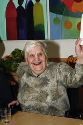 Das Foto zeigte eine lächelnde ältere Frau.