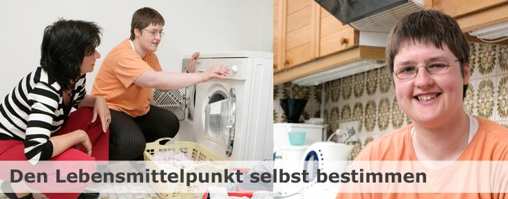 Dieses Foto zeigt eine junge Frau, die durch ihre Betreuerin Unterstützung bei der täglichen Hausarbeit erhält.