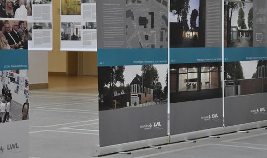 Ausstellungswände zum Baukulturpreis in der Bürgerhalle des LWL-Landeshauses