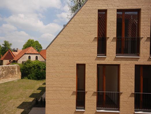 Ansicht einzelner Gebäude aus dem Innenbereich der Bebauung des Houtschen Gartens