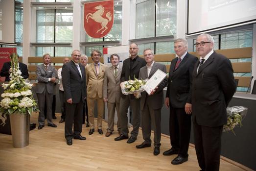 Auslober, Preistraeger und Jurymitglieder bei der Preisuebergabe zum Westfaelischen Preis fuer Baukultur