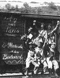 Ausmarschtransport 1914 / Foto: Müller-Loebnitz, Wilhelm: Das Ehrenbuch der Westfalen. Die Westfalen im Weltkrieg, Stuttgart 1931