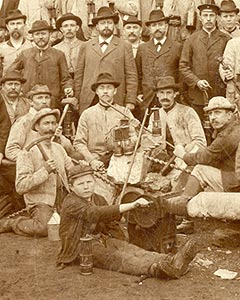 Bergleute der Zeche Hannover I-II, Revier VIII, in Bochum-Hordel, 1899 (Ausschnitt) / Bochum, Montanhistorisches Dokumentationszentrum 4748
