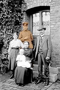 Dr. Joseph Schäfer, Gesellschaftsleben: Familie Ostermann in Horstermark, Juli 1917 / Foto: LWL-Medienzentrum für Westfalen/008 Slg. Joseph Schäfer, Vest Recklinghausen 1900-1930er Jahre/08_988