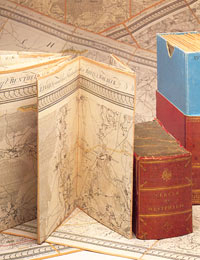 Blätter des 1805ff. von Carl Ludwig von Le Coq herausgegebenen Kartenwerks, auf Leinen gezogen, mit Originalschuber der Zeit / Objekt und Foto: Münster, LWL-Landesmuseum für Kunst und Kulturgeschichte