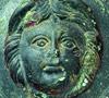 Römischer Zierbeschlag vom Pferdegeschirr mit Gesicht der Medusa / Foto: Hamm, Gustav-Lübcke-Museum