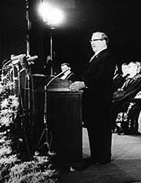 Der nordrhein-westfälische Ministerpräsident Franz Meyers bei seiner Rede auf der Eröffnungsfeier der Ruhr-Universität Bochum (RUB) am 30.06.1965 / Foto: Bochum, Presse und Informationsamt der Stadt, Bildarchiv, F00028