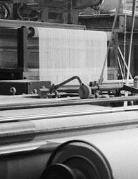 Rheine: Spinnweberei F. A. Kümpers KG, Produktionssaal der Weberei, 1952 (Ausschnitt) / Foto: LWL-Medienzentrum für Westfalen/Karl Franz Klose | 05_8238