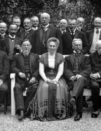 Gruppenbild mit Abgeordneten des Provinzialverbandes im Garten des Landeshauses der Provinz Westfalen, Münster (Ausschnitt)/ Foto: Münster, Westfälisches Landesmedienzentrum/10_3205