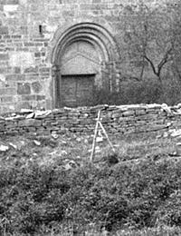 Mauer um die evangelische Pfarrkirche bei Hohensyburg, ehemals St. Peter, um 1920 (Ausschnitt) / Münster, Westfälisches Landesmedienzentrum, 01_2265