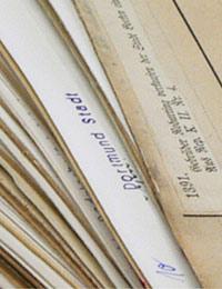 Karteikartenstapel mit Regesten zur Westfälischen Geschichte (Ausschnitt) / Foto: Marcus Weidner, 2006