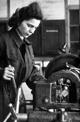 Schalker Verein: Arbeiterin an der Drehbank, 1943