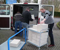 Transport der verpackten Karteikarten zum Digitalisierungszentrum, Dezember 2006
