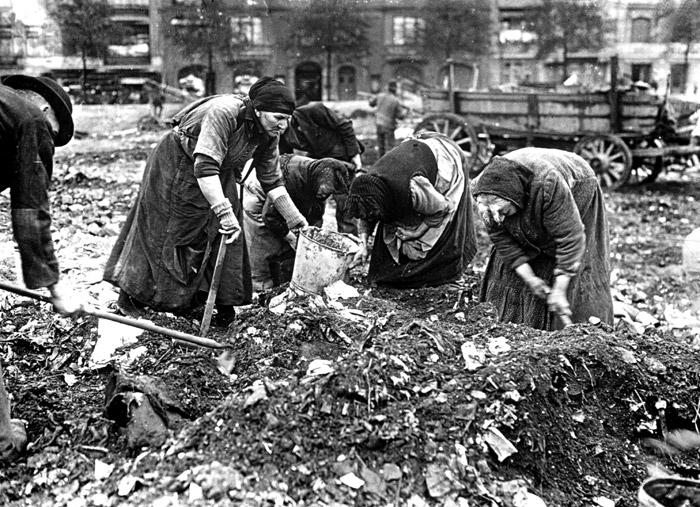 Erster weltkrieg frauen durchsuchen schlackhalden nach kohlen winter