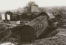 Flutschäden nach der Bombardierung der Möhnetalsperre am 16.05./17.05.1943 durch alliierte Bomber: zerstörte Eisenbahnwaggons / Essen, Fotarchiv Ruhrverband