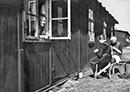 Bewohnerinnen des Altenheims Bethesda, Sozialwerk Stukenbrock, in den provisorisch hergerichteten Baracken und Nissenhütten des früheren Internierungslagers, 1948 / Witten, Gerd Plückelmann