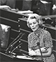 Bonn: Bundestagspräsidentin Annemarie Regner am Rednerpult im Deutschen Bundestag während einer Haushaltsdebatte am 21.05.1974 / DPA, Peter Popp