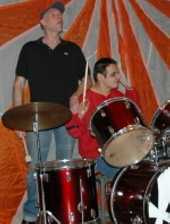 Zwei Bandmitglieder